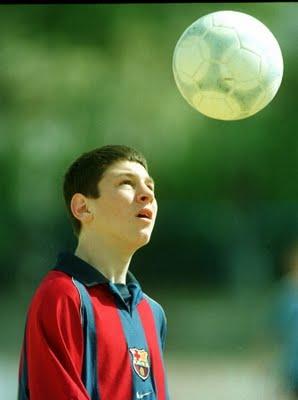 Sim, é uma bola de futebol. Toma estes comprimidos que vai correr tudo bem,