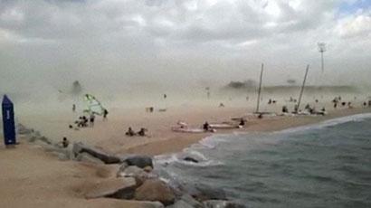 tempestade na praia