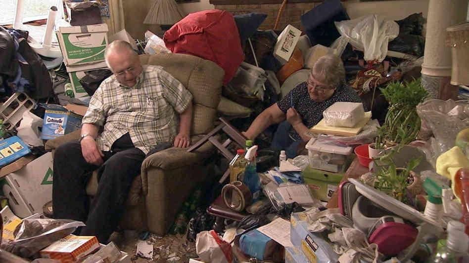 Às vezes o pior nem era a desarrumação, mas sim os velhos gordos que encontrava no meio da mobilia.