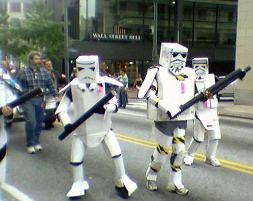 Ao pé de mim estes tipos pareciam profissionais.